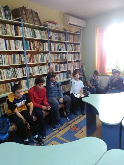 """Дискусия на тема """"Будителите в миналото и днес"""" в библиотеката при НЧ """"Съгласие-1890"""" - Изображение 2"""